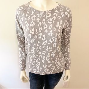 Liz Claiborne Light Grey Snow Leopard Print top S